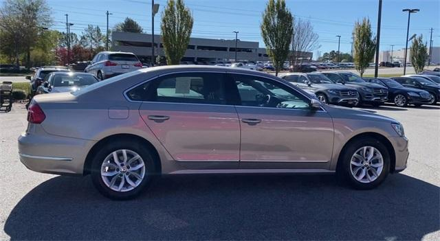 Used 2016 Volkswagen Passat 1.8T R-Line for sale Sold at Gravity Autos Roswell in Roswell GA 30076 9