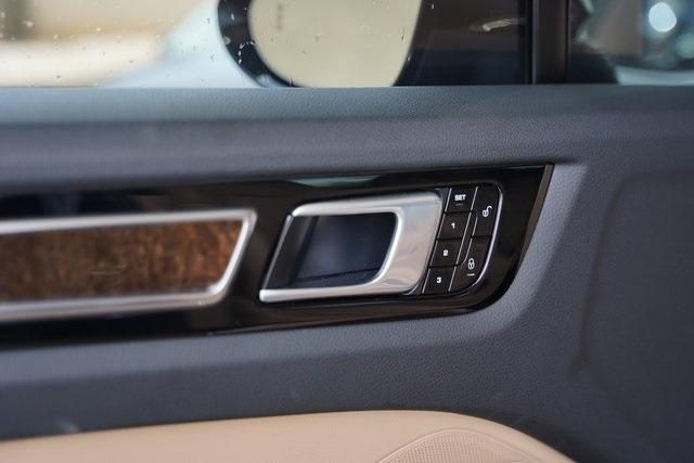 Used 2019 Porsche Cayenne Base for sale $66,991 at Gravity Autos Roswell in Roswell GA 30076 38