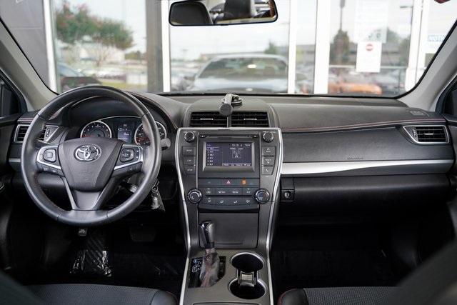 Used 2017 Toyota Camry SE for sale $18,991 at Gravity Autos Roswell in Roswell GA 30076 15