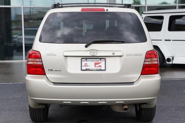 Used 2002 Toyota Highlander V6 for sale $8,991 at Gravity Autos Roswell in Roswell GA 30076 10