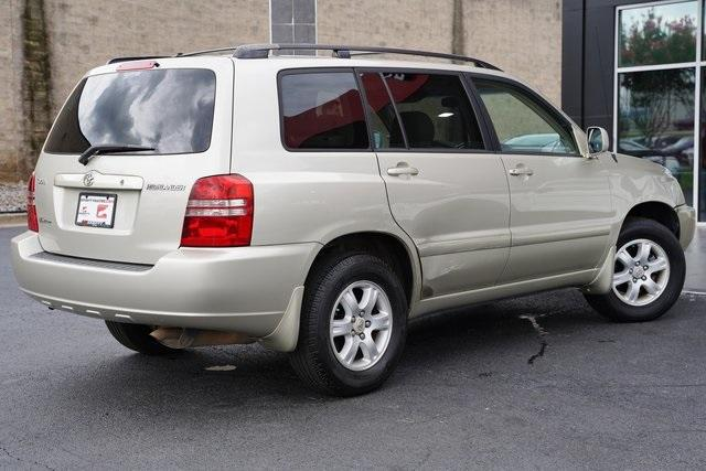 Used 2002 Toyota Highlander V6 for sale $8,991 at Gravity Autos Roswell in Roswell GA 30076 11