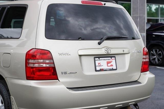 Used 2002 Toyota Highlander V6 for sale $8,991 at Gravity Autos Roswell in Roswell GA 30076 12