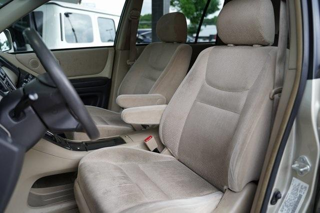 Used 2002 Toyota Highlander V6 for sale $8,991 at Gravity Autos Roswell in Roswell GA 30076 20