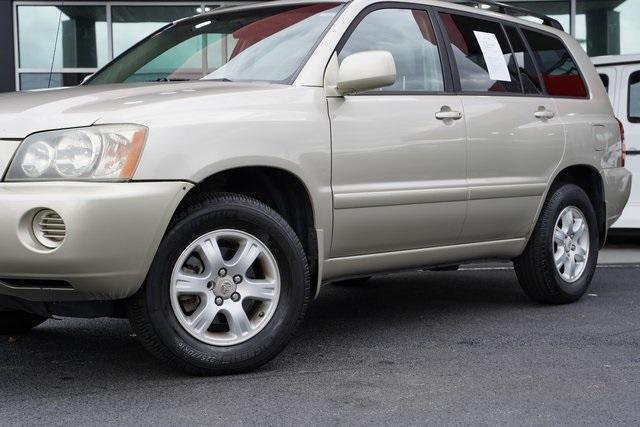 Used 2002 Toyota Highlander V6 for sale $8,991 at Gravity Autos Roswell in Roswell GA 30076 3
