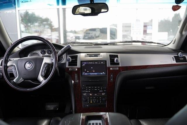 Used 2013 Cadillac Escalade Luxury for sale $26,992 at Gravity Autos Roswell in Roswell GA 30076 14
